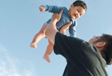 Conseils pour les pères qui veulent se lier d'amitié avec leur bébé à naître